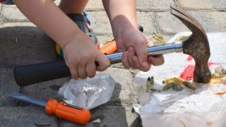 Hammers and ice blocks - summer activity for kids