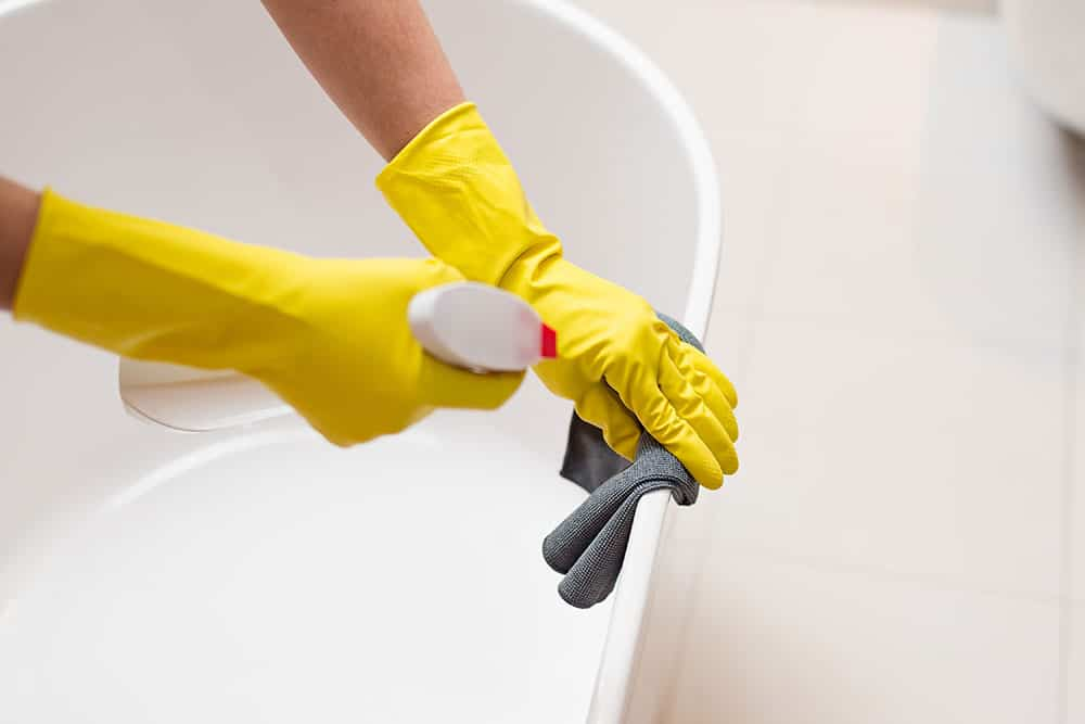 Cleaning the bathroom using bathroom cleaning hacks